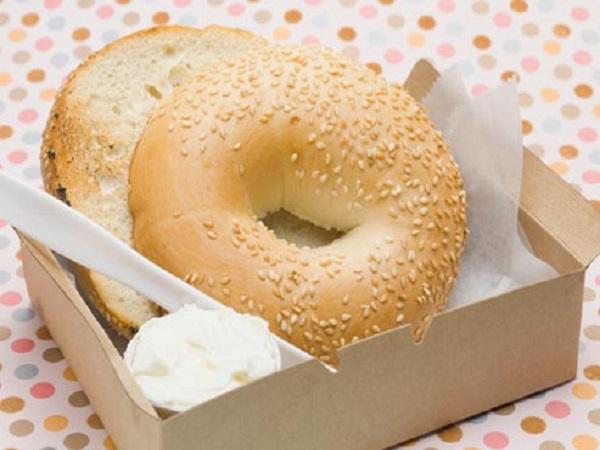 مصرف شیرینی جات: افزایش قند خون